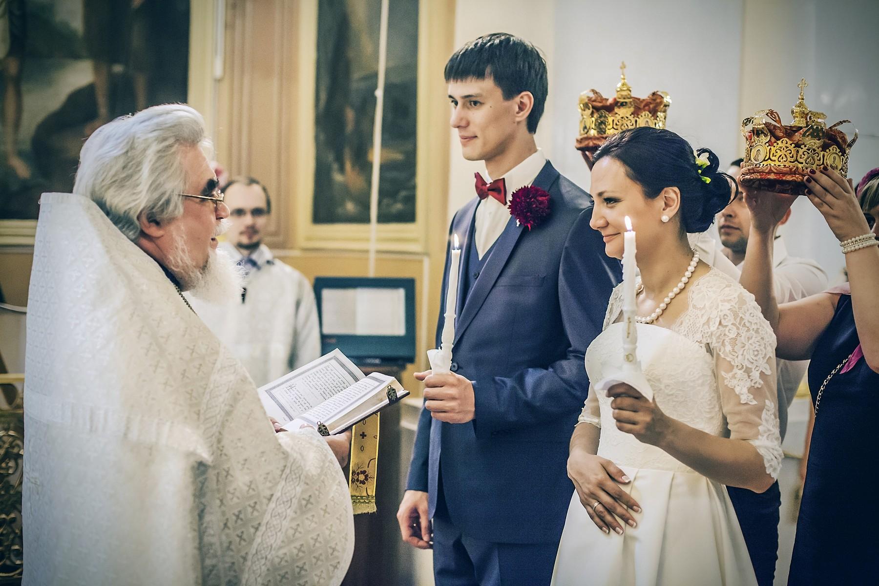 Фотосъемка венчания в церкви, очень ответственный  момент.