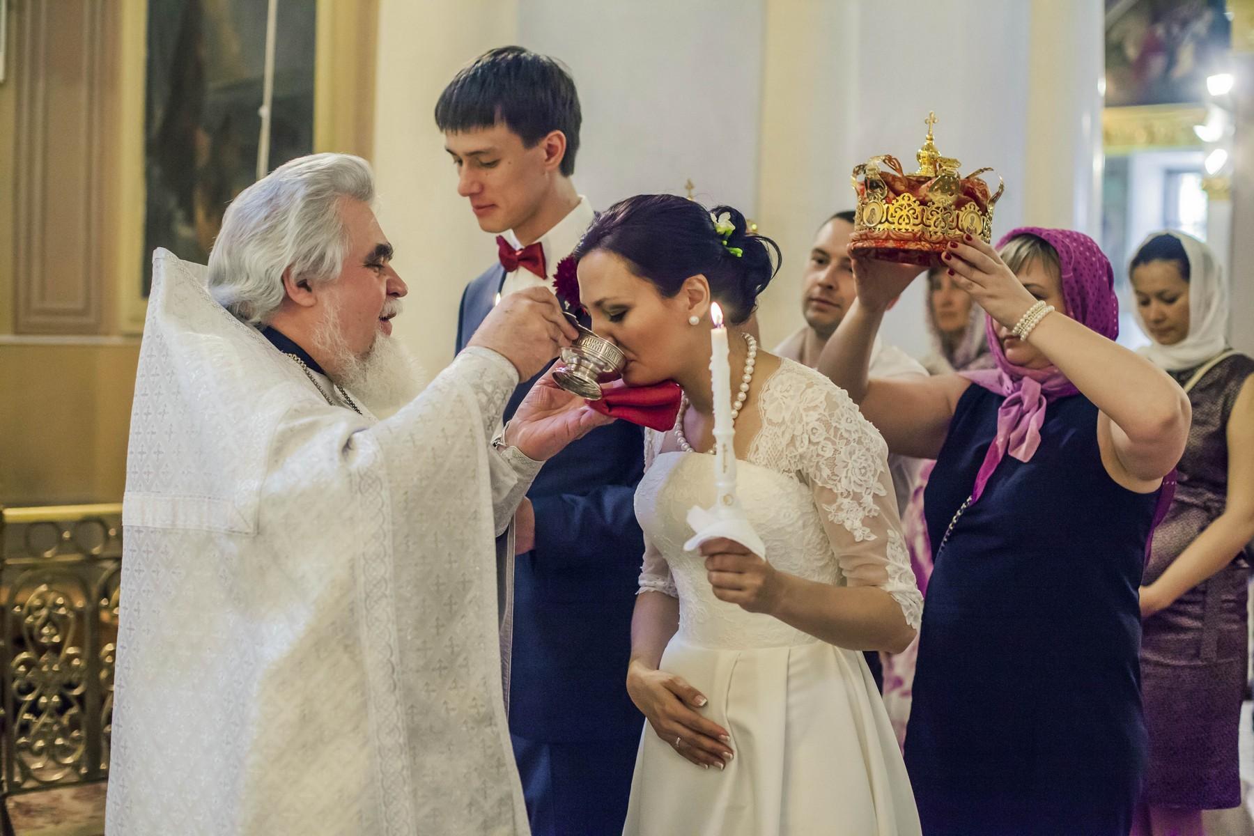 Традиционно, русская свадьба,  это свадьба с венчанием в день брокосочетания