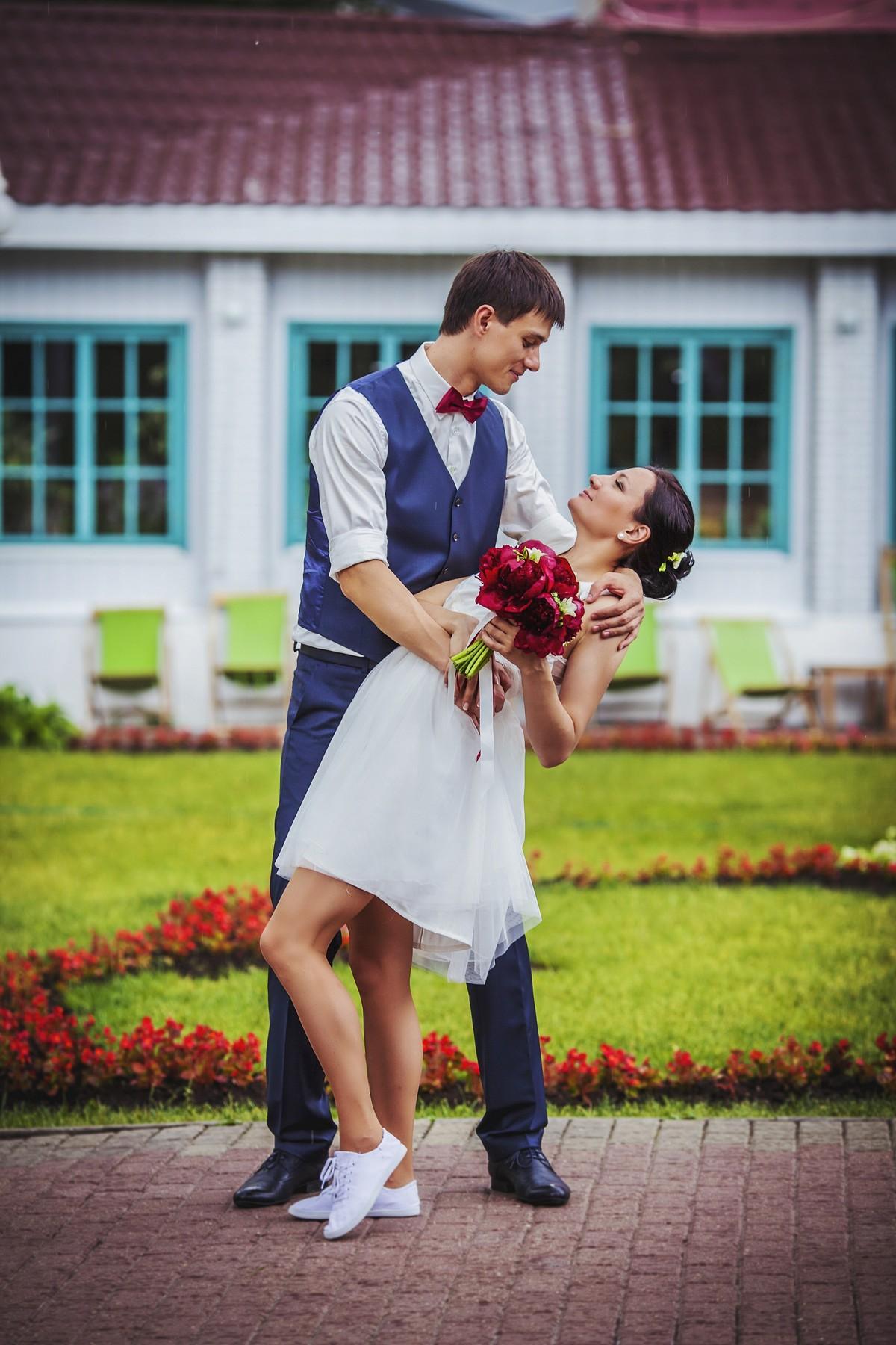 Невесты стремятся выбрать не только красивое, но и необычное место для свадебной прогулки. Все хотят иметь свадебные фотографии ни как у всех